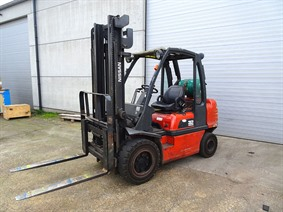 Nissan 3,2 ton, Vehicles (lift trucks - loading - cleaning etc)