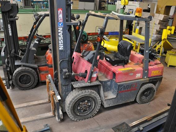 Nissan 3,5 ton, Vehicles (lift trucks - loading - cleaning etc)
