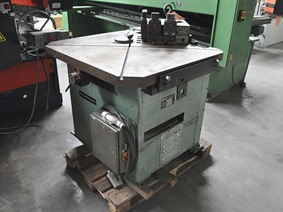 DMF 300 x 300 x 6 mm, Hydraulic corner notcher