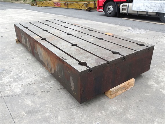 T-slot Table, 3900 x 1600 x 120 mm