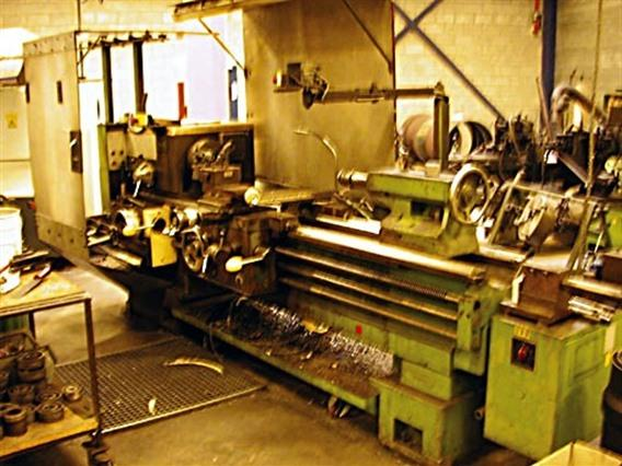 VDF M 530 Ø 590 x 1500 mm, Centre lathes