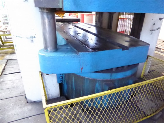 Sip 6000 ton, rubber pad press
