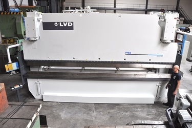 LVD 320 ton 6 meter pressbrake with new 2D touchscreen control